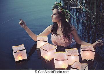 Una joven con linternas