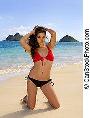 Una joven en bikini en Hawaii