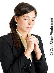 Una joven mujer de negocios rezando