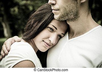 Una joven pareja enamorada