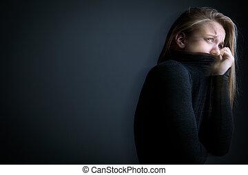 Una joven que sufre de una depresión severa y ansiedad