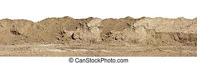 Una larga fila de colinas arenosas en la construcción.