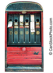 Una máquina de boletos con billetes aislados en blanco