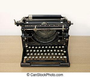 Una máquina de escribir en un escritorio de madera