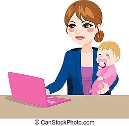 Una madre trabajadora con un bebé