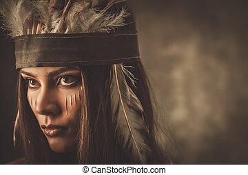 Una mujer con sombrero indio tradicional y pintura facial