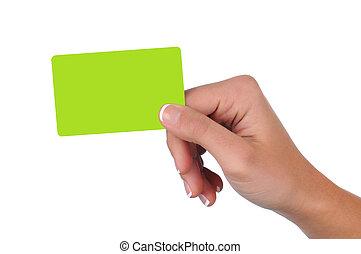 Una mujer con una tarjeta de regalo en blanco
