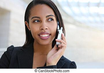 Una mujer de negocios afroamericana