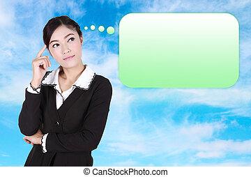 Una mujer de negocios con muchas ideas en una burbuja vacía