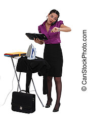 Una mujer de negocios con prisa.