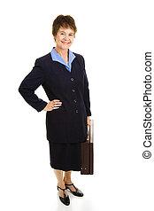 Una mujer de negocios sonriente