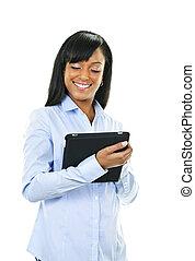 Una mujer feliz con computación