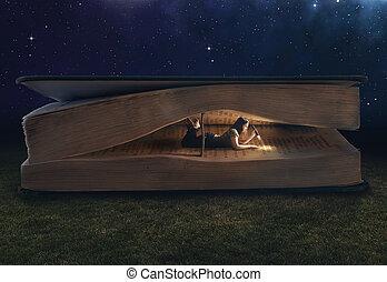 Una mujer leyendo dentro de un gran libro