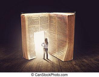 Una mujer mirando un libro grande