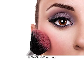 Una mujer se pone colorada