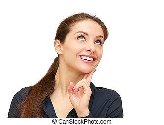 Una mujer sonriente que busca aislarse en blanco