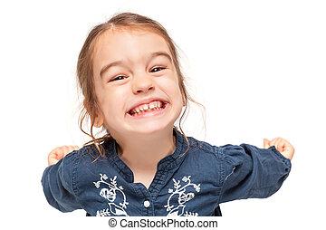 Una niña con expresión graciosa