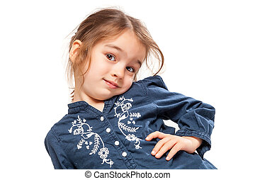 Una niña con una expresión graciosa