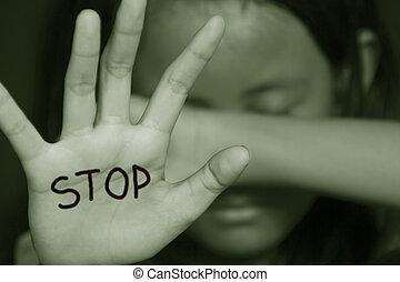 Una niña sufriendo bullying