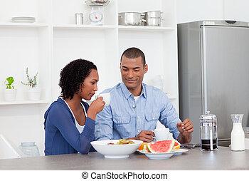 Una pareja afroamericana