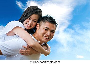 Una pareja asiática romántica