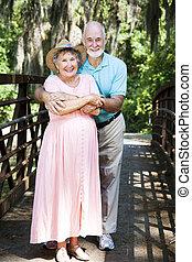 Una pareja de ancianos de vacaciones