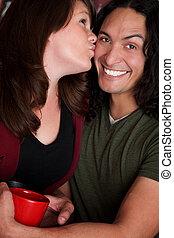 Una pareja de besos