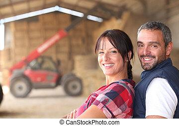 Una pareja de granjeros