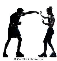 Una pareja de hombres haciendo ejercicio