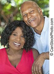 Una pareja de mujeres afroamericanas