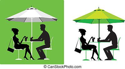Una pareja en el café al aire libre