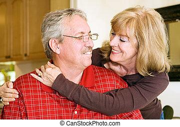 Una pareja madura enamorada