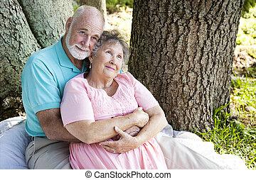 Una pareja mayor, nostalgia