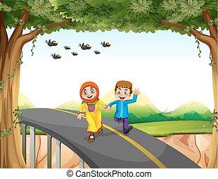 Una pareja musulmana cruzando un puente