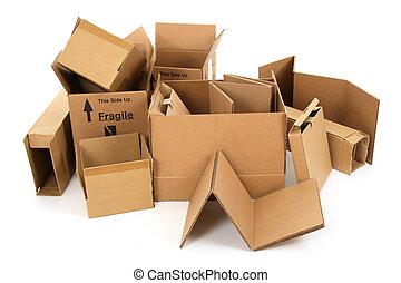 Una pila de cajas de cartón