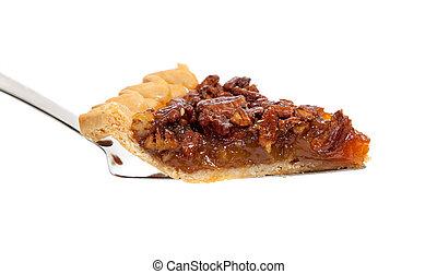 Una porción de pastel de nueces en blanco