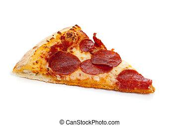 Una porción de pizza de pepperoni en blanco