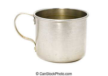 Una taza de metal