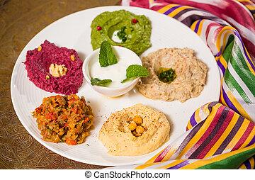 Una variedad de comida oriental, mezze
