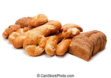 Una variedad de panes en un fondo blanco