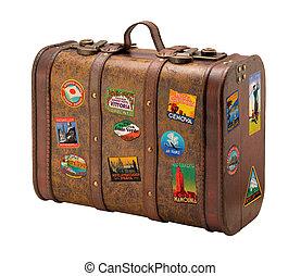 Una vieja maleta con etiquetas de viaje gratis