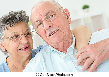 Una vieja pareja posando