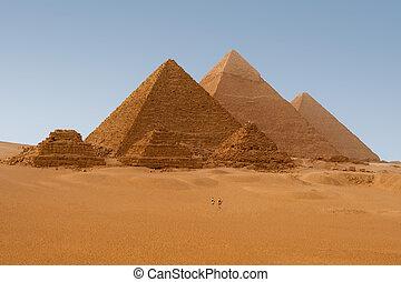 Una visión panorámica de seis pirámides egipcias en Giza, egipta