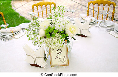 Una vista de una mesa redonda de banquetes