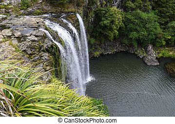 Una vista escénica de la cascada whangarei