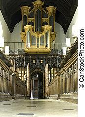 Universidad de Cambridge, órgano de la capilla de St. Mary Magdalena