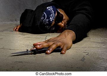 Víctima de violencia de pandillas es apuñalada