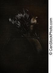 Vampiro Paranormal, hombre de pelo largo y abrigo negro