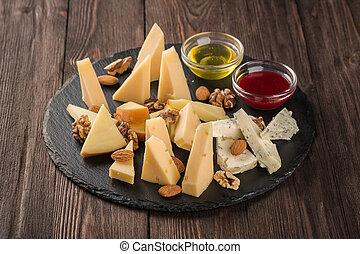 variado, quesos, dish., honey., salsa, negro, nueces, servido