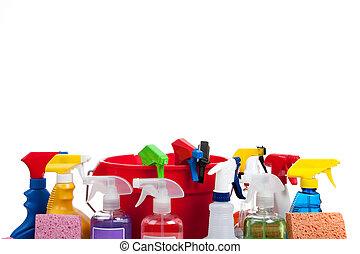 Varios suministros de limpieza en un fondo blanco